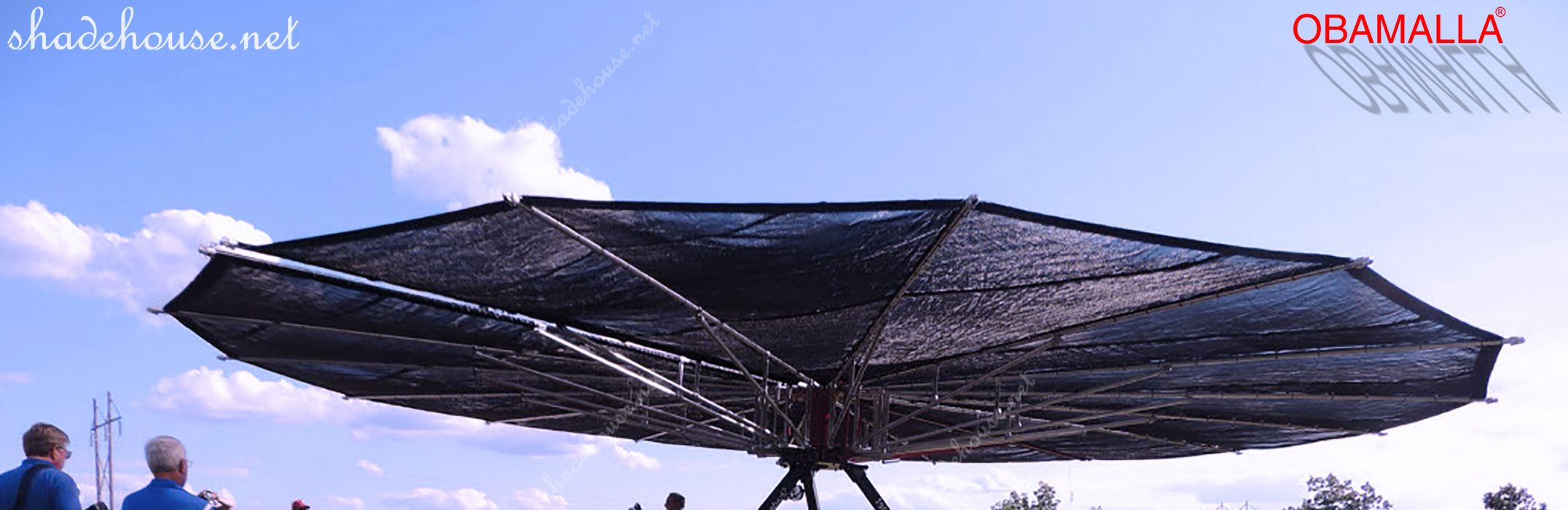 Shade cloth movil protecting people of the sun.